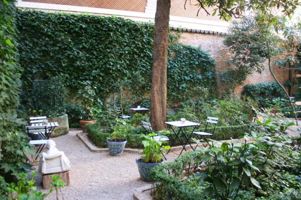 Un c ctel en el jard n oasis urbanos madrid me for Cafe el jardin secreto